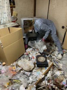 ゴミ屋敷の梱包仕分け